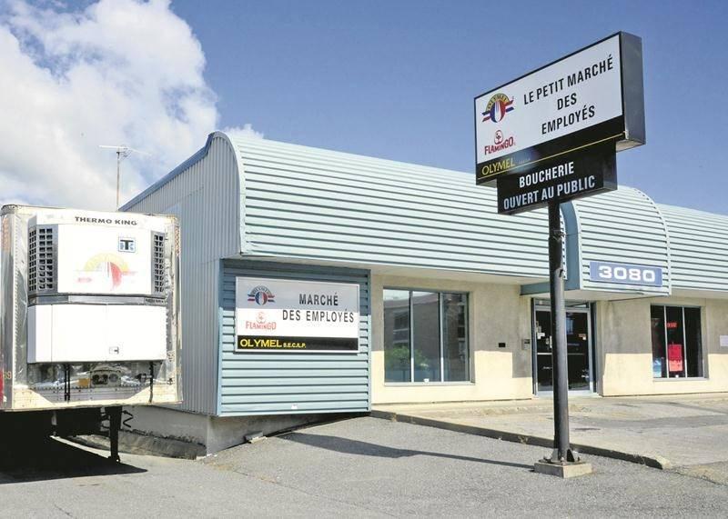Le Marché des employés d'Olymel est voisin de l'usine de désossage de fesses de porc de  Saint-Hyacinthe. Photo François Lativière   Le Courrier