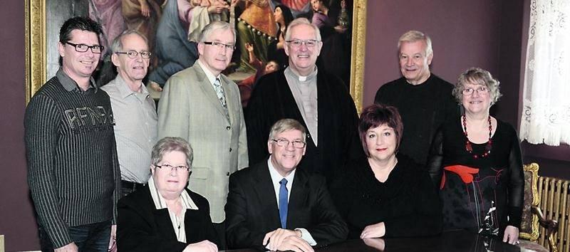 Sur la photo, à l'avant, de gauche à droite : Ginette St-Onge (Notre-Dame-du-Rosaire), Lucien Palardy (Saint-Joseph) et Josée Maranda (Douville). À l'arrière, dans le même ordre: Claude Hamel (Cathédrale), Pierre Dumas (La Providence), Serge Doyon (Saint-Thomas-d'Aquin), Chanoine Gaston Giguère (unité Mgr Langevin), André Yvon (Sainte-Rosalie) et Diane Daneau (région pastorale Saint-Hyacinthe). Photo François Larivière | Le Courrier ©