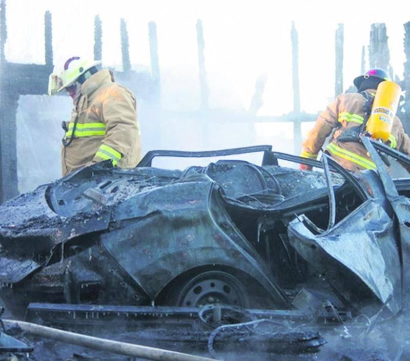Un garage résidentiel a été la proie des flammes mardi en fin d'après-midi du côté de Saint-Dominique, sur la rue Principale. L'incendie a complètement rasé la structure, en plus de calciner tout le contenu qui se trouvait à l'intérieur du garage, dont un véhicule. Un bateau se trouvant dans un abri à proximité du garage a aussi été incendié. Une vingtaine de pompiers du Service de sécurité incendie de Saint-Dominique, de Saint-Pie et Saint-Valérien ont été appelés à combattre les flammes. Le
