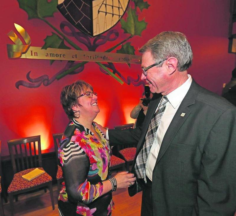 Annie Pelletier, nouvelle représentante du district Saint-Sacrement au conseil municipal, en compagnie du maire Claude Corbeil. Photo Robert Gosselin | Le Courrier ©