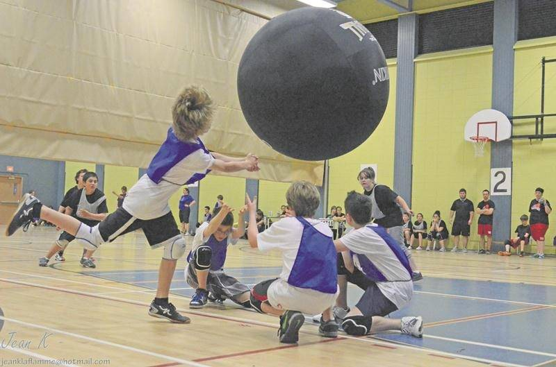 Une quarantaine d'équipes sont attendues au Défi Kin-Ball au cours de la fin de semaine.  Photo Courtoisie Fédération québécoise de Kin-Ball