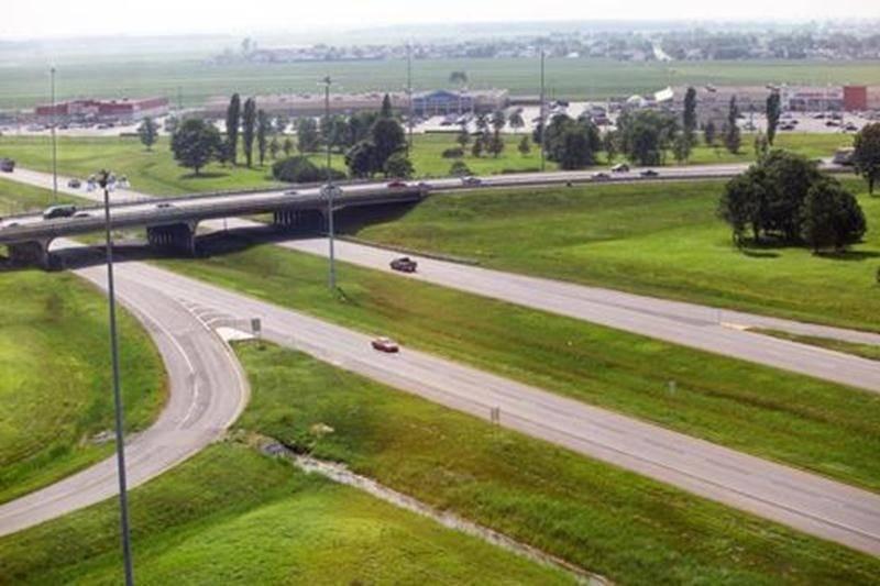 Le viaduc Laframboise, qui surplombe l'autoroute 20 à Saint-Hyacinthe, sera démoli et reconstruit au cours des prochains mois. Quand? Voilà la question que bien des gens se posent.
