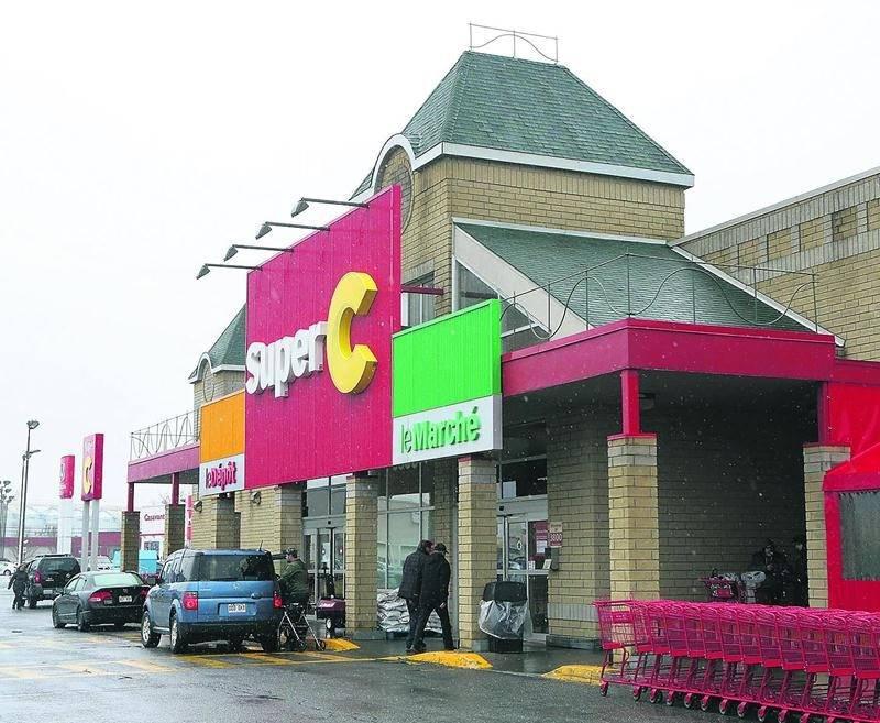 Le supermarché Super C de Saint-Hyacinthe est situé au coin de la rue Johnson Est et de l'avenue Cusson. Photo Robert Gosselin | Le Courrier ©