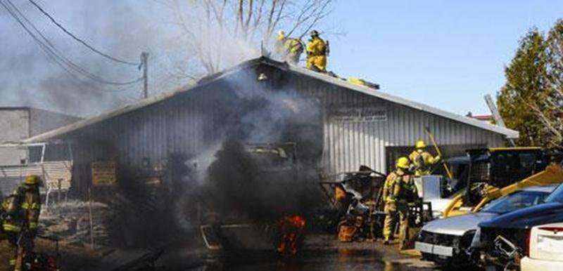 L'incendie a pris naissance dans un camion situé à l'extérieur du garage.