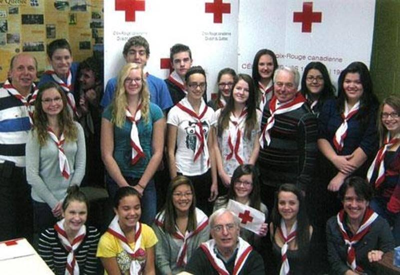 Le 26 novembre se tenait à la Polyvalente Hyacinthe-Delorme une session de formation destinée aux Ambassadeurs Croix-Rouge. Plus de 30 élèves de 3<sup>e</sup> et 4<sup>e</sup> secondaire ont été initiés aux principes fondamentaux du mouvement de la Croix-Rouge et à prévoir l'imprévisible. Karyne Giroux a témoigné du travail d'une déléguée internationale, tandis que Céline Blanchette a traité des premiers soins. En tout temps, les sinistrés du territoire de la MRC Les Maskoutains peuvent compter