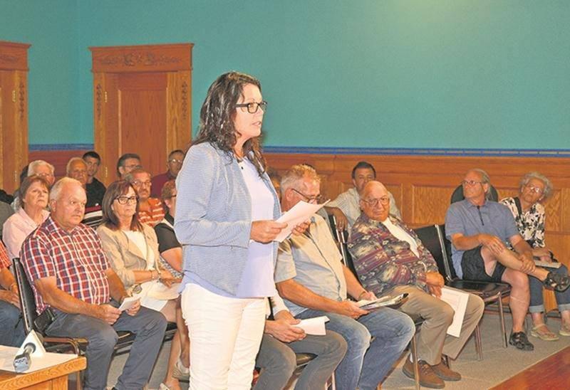 Linda Roy alors qu'elle représentait les résidents du boulevard Laframboise au conseil municipal l'an dernier. Maintenant qu'elle y siège, Mme Roy a toutefois dû se retirer à contrecœur du dossier  qui l'a amenée à s'impliquer en politique. Photothèque | Le Courrier ©