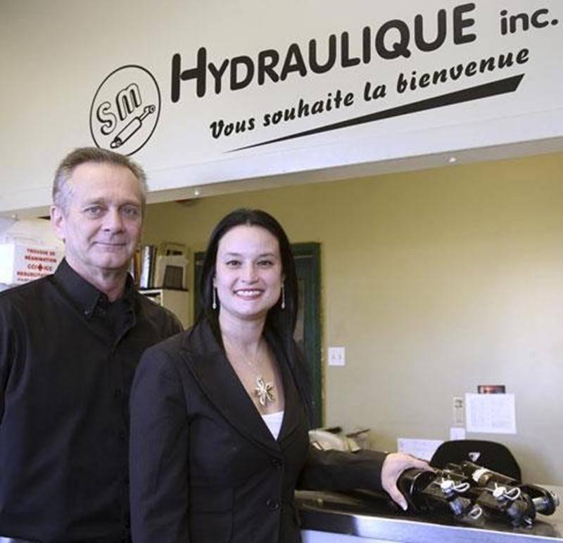 Mario Raymond et Mélanie Corbeil, de l'entreprise SM Hydraulique