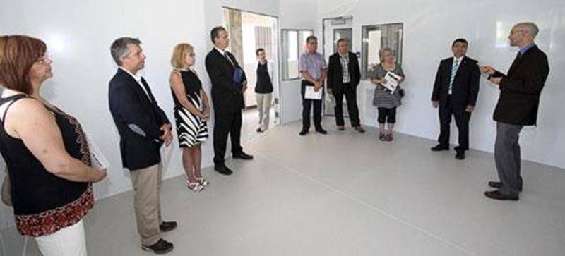 Cette salle dont les murs sont recouverts de plaques d'acier recevra d'ici quelques mois des équipements permettant de mesurer les émanations de composés organiques volatils.