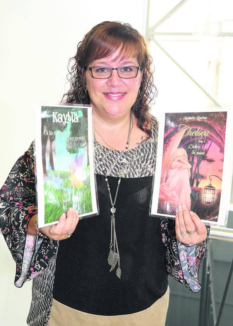 Alors qu'elle s'apprête à lancer deux nouveaux romans, Nathalie Racine travaille sur un quatrième livre, toujours dans le registre fantastique qu'elle affectionne. Photo Robert Gosselin   Le Courrier ©