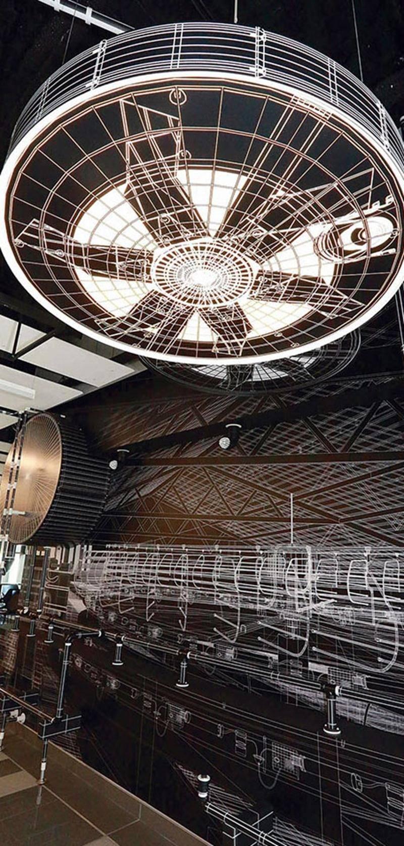 L'artiste Michel Boulanger nous plonge au cœur de l'étable moderne alors que le robot de traite est au centre de son œuvre Volume attendu, présentée dans la Verrière du Cégep de Saint-Hyacinthe dans le cadre d'ORANGE.  Photo Robert Gosselin | Le Courrier ©