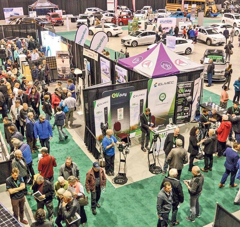 Pas moins de 16 000 personnes ont visité de la 2e édition du Salon du véhicule électrique de Saint-Hyacinthe. Photo François Larivière | Le Courrier ©