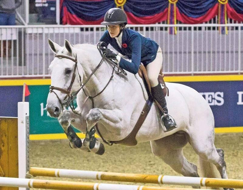 Béatrice Daviault a réalisé un rêve d'enfance en participant à l'épreuve de la Médaille de l'Équipe équestre canadienne au Royal Winter Fair de Toronto, où elle a décroché la 2e place. Photo courtoisie