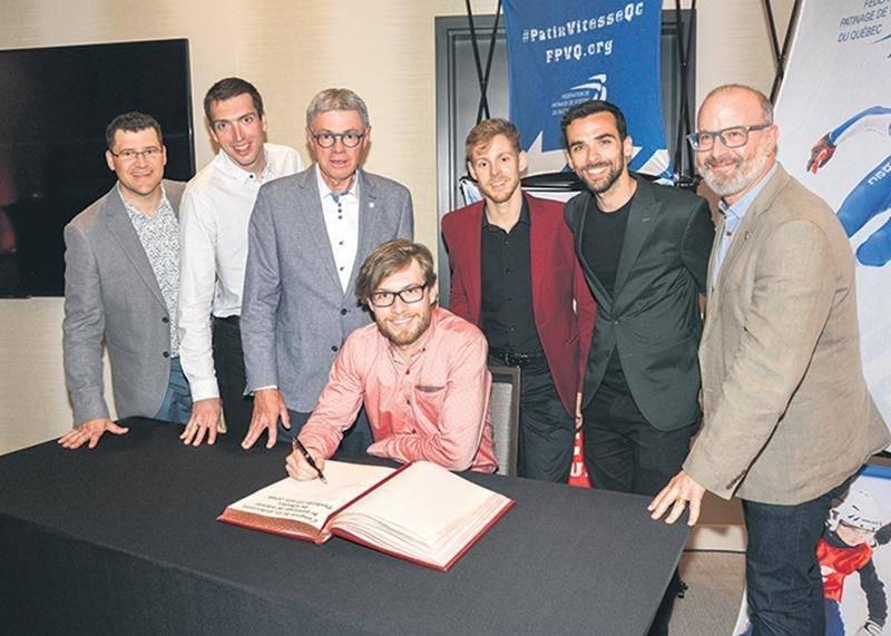 Un « cocktail olympique » a été organisé par la Fédération de patinage de vitesse du Québec au Centre de congrès de Saint-Hyacinthe, en marge du gala de fin de saison qui se tenait au même endroit. Pour l'occasion, la Ville a fait signer son Livre d'or aux athlètes présents.