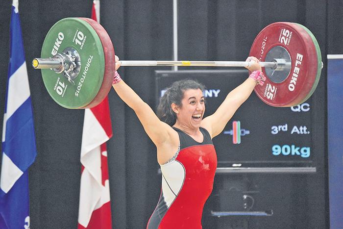 Tali Darsigny, tout sourire après avoir battu son record canadien junior à l'arraché.