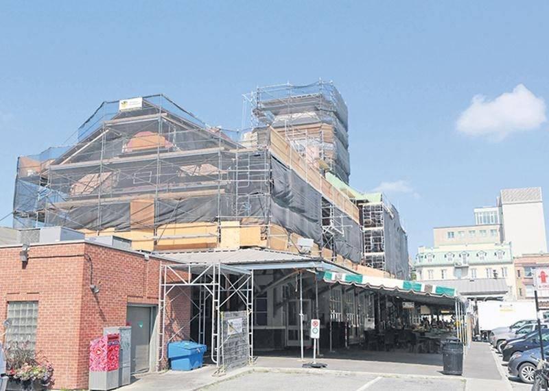 Les rénovations sur le Marché public de Saint-Hyacinthe reprendront le 6 août, quelques jours avant la dixième Semaine québécoise des marchés publics. Photo Robert Gosselin | Le Courrier ©