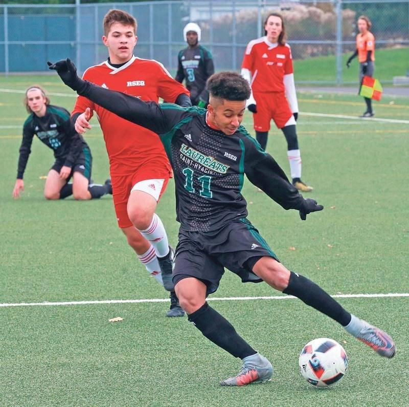 L'équipe s'est qualifiée grâce à une victoire de 4 à 0 contre Limoilou, samedi, dans un match disputé à Saint-Hyacinthe. Photo Robert Gosselin | Le Courrier ©