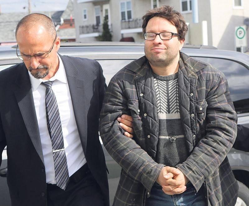 Francis Yergeau est détenu depuis son arrestation en mai 2016 (photo). Il assiste calmement à son procès, sans menottes, mais entouré de deux constables, dans le box des accusés. Photothèque | Le Courrier ©
