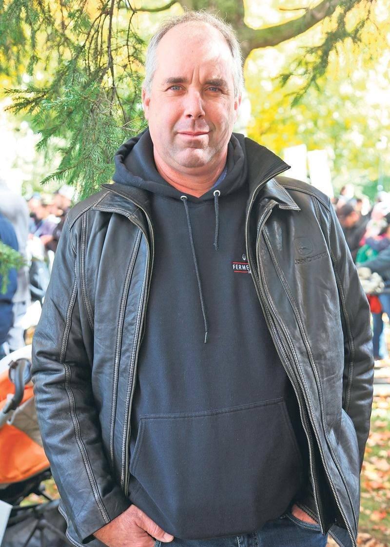 Charles Graveline est producteur laitier à Saint-Jude. Photo Christophe Boisseau-Dion | La Voix de l'Est ©