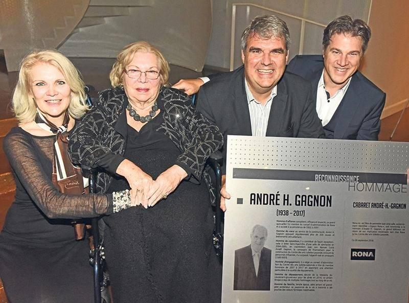 Une famille fière et heureuse à l'inauguration du Cabaret André-H.-Gagnon : Ève Chantal, Lucie Amaël Gagnon, Stéphane et Jean-François. Photo Patrick Deslandes