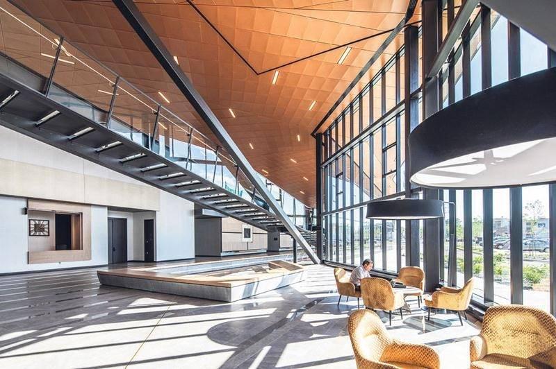 Le Centre de congrès de Saint-Hyacinthe s'est largement illustré lors du gala des Prix d'excellence organisé par l'Institut canadien de la construction en acier.  Photo Alex St-Jean