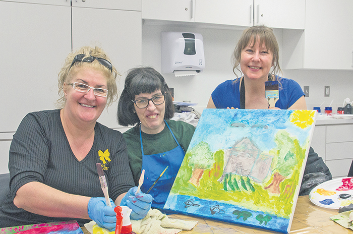 À travers des ateliers de création, huit membres de l'organisme MALI ont été jumelés à des personnes du grand public afin de créer des toiles avec l'artiste peintre Ginette Morneau. Celles-ci seront exposées au Centre culturel Humania Assurance du 20 juin au 7 août.