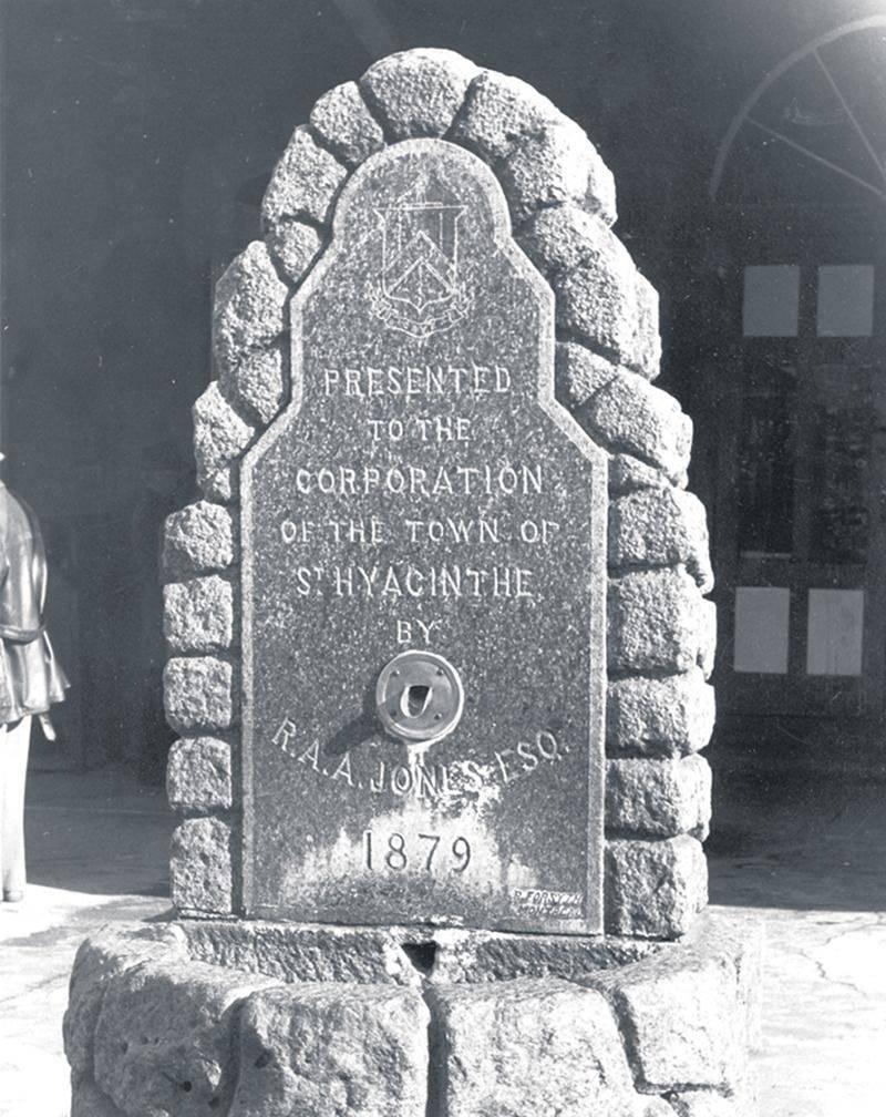 Fontaine du Marché, don du seigneur Robert Jones. Centre d'histoire de Saint-Hyacinthe CH380
