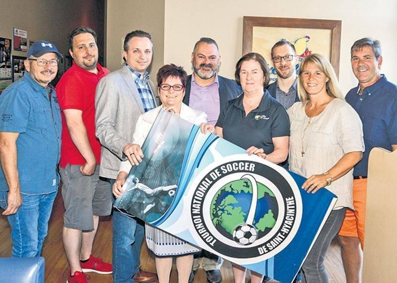 Le comité organisateur du Tournoi national de soccer de Saint-Hyacinthe pourra compter de nouveau sur les présidents d'honneur Isabelle Parenteau et Martial Bourgeois (à droite).