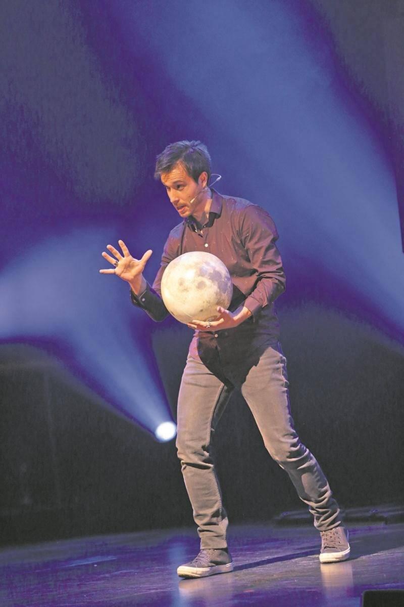 Après le succès de Réellement sur scène, Luc Langevin revient avec un deuxième spectacle, Maintenant demain, où il pousse l'illusionnisme encore plus loin, notamment avec un numéro de téléportation unique au monde. Photo Courtoisie