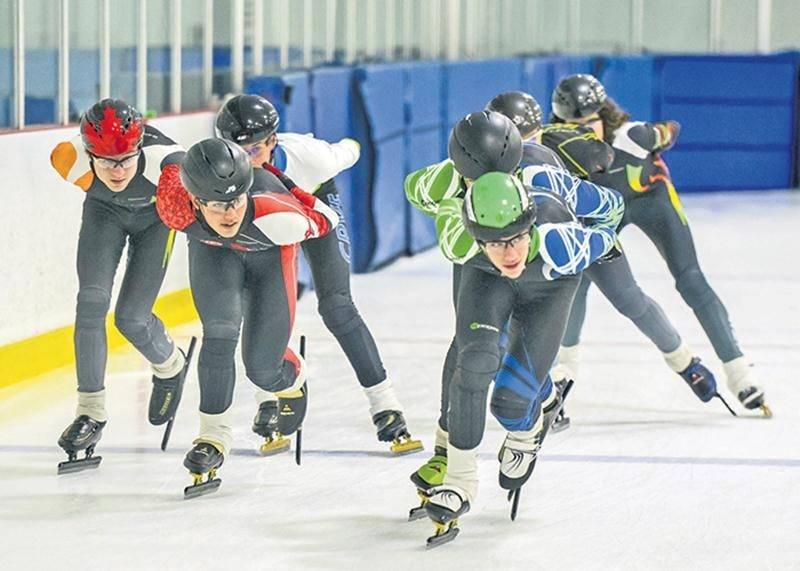 Le club de patinage de vitesse de Saint-Hyacinthe s'associe avec ceux de Longueuil et Sainte-Julie quelques fois par saison pour que ses athlètes puissent s'entraîner avec d'autres jeunes du même calibre. Photo François Larivière | Le Courrier ©