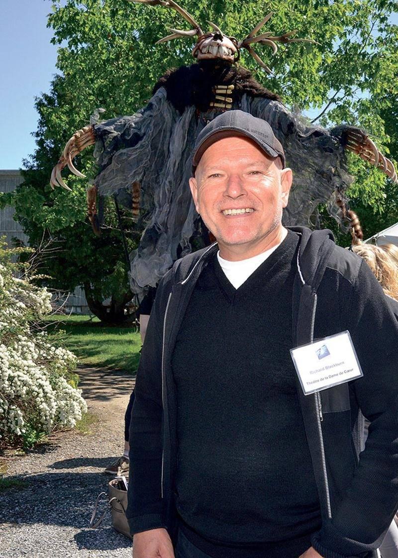 Richard Blackburn, directeur général du Théâtre de la Dame de Cœur, est on ne peut plus heureux de l'engouement historique qu'a suscité la production Les Géants de l'Étang.