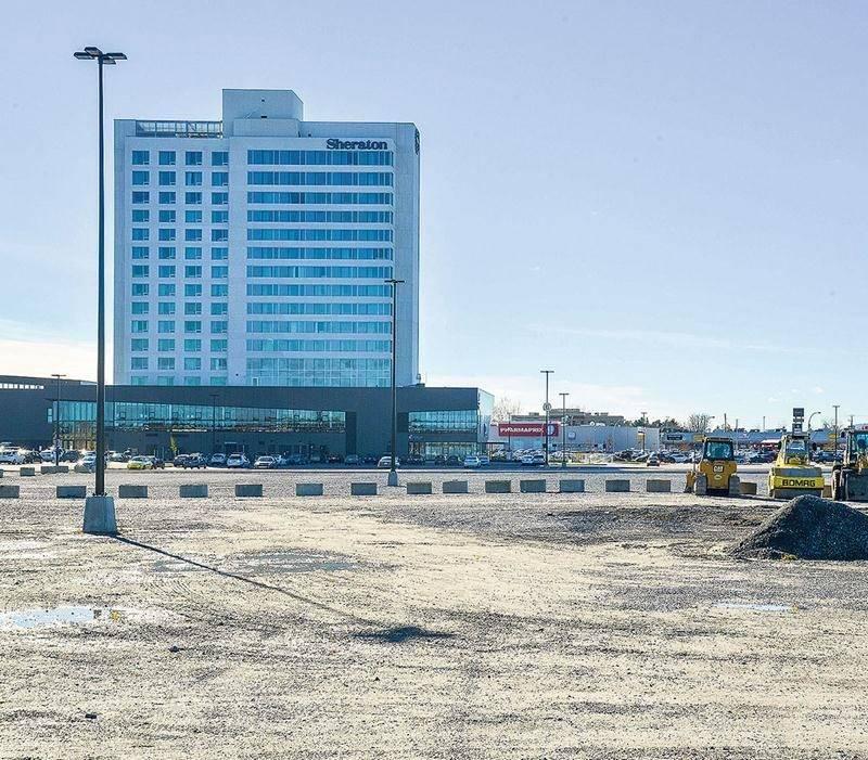 Un nouvel hôtel pourrait voir le jour sur le quadrilatère occupé par les Galeries St-Hyacinthe et le Sheraton.  Photo François Larivière | Le Courrier ©