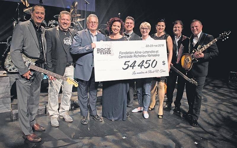 Les musiciens de Rock N' Time ont remis un chèque de 54 450 $ aux représentants de la Fondation Aline-Letendre et de Centraide Richelieu-Yamaska grâce aux deux spectacles offerts au Centre des arts Juliette-Lassonde les 22 et 23 mai.