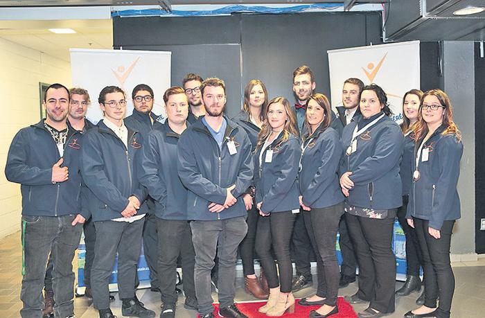 La quinzaine d'étudiants qui ont représenté l'EPSH aux dernières Olympiades québécoises
