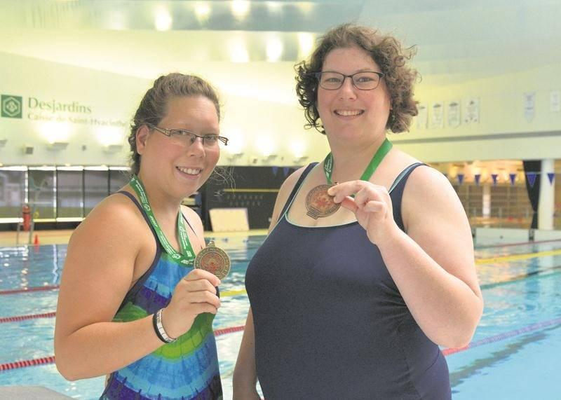 Chloé Provencher et Andréanne Patry-Landry tenteront de mettre la main sur d'autres médailles à la fin du mois en participant aux Jeux d'été des Olympiques spéciaux du Canada.  Photothèque | Le Courrier ©