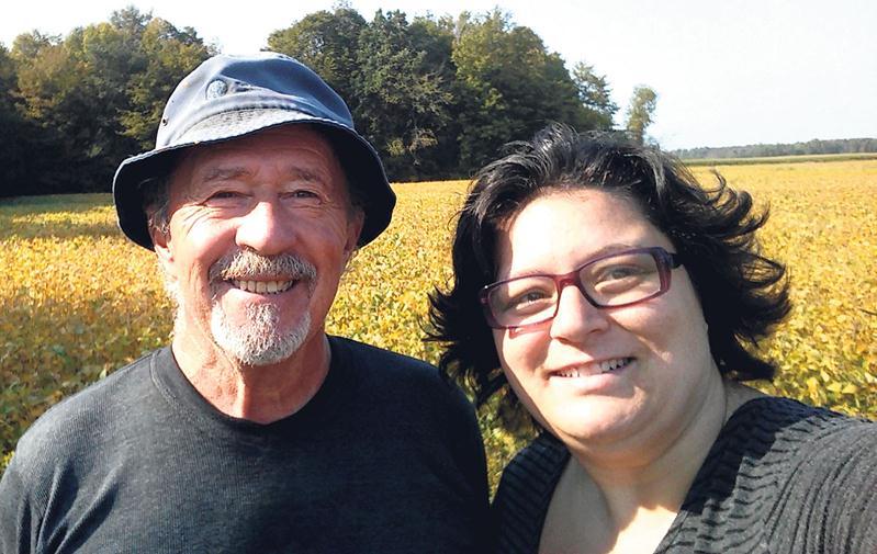 Donald Côté, producteur agricole, et Mélanie Landry, photographe. Photo Mélanie Landry