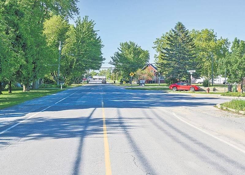 Les travaux préparatoires devaient débuter le 28 mai, selon le communiqué émis la semaine dernière par la Ville de Saint-Hyacinthe. Il y avait toutefois peu d'action en début de semaine à l'intersection de la rue Saint-Pierre Ouest et de l'avenue des Golfeurs.