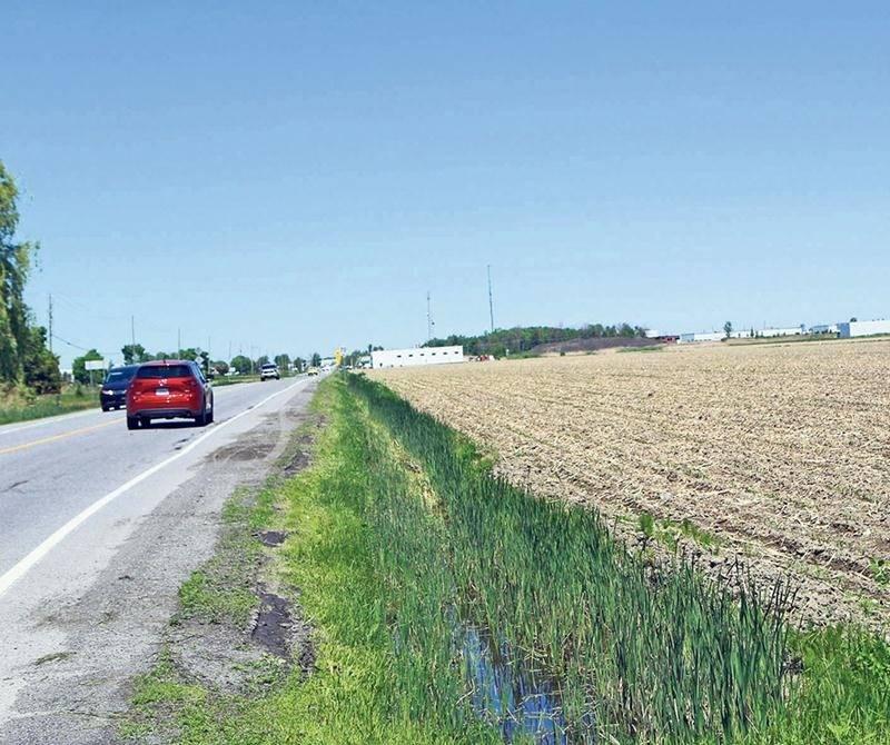 En prévision de l'agrandissement du parc industriel Olivier-Chalifoux, la Ville de Saint-Hyacinthe a aquise en 2009 cette terre agricole auprès de Jean Overbeek. Photothèque Le Courrier