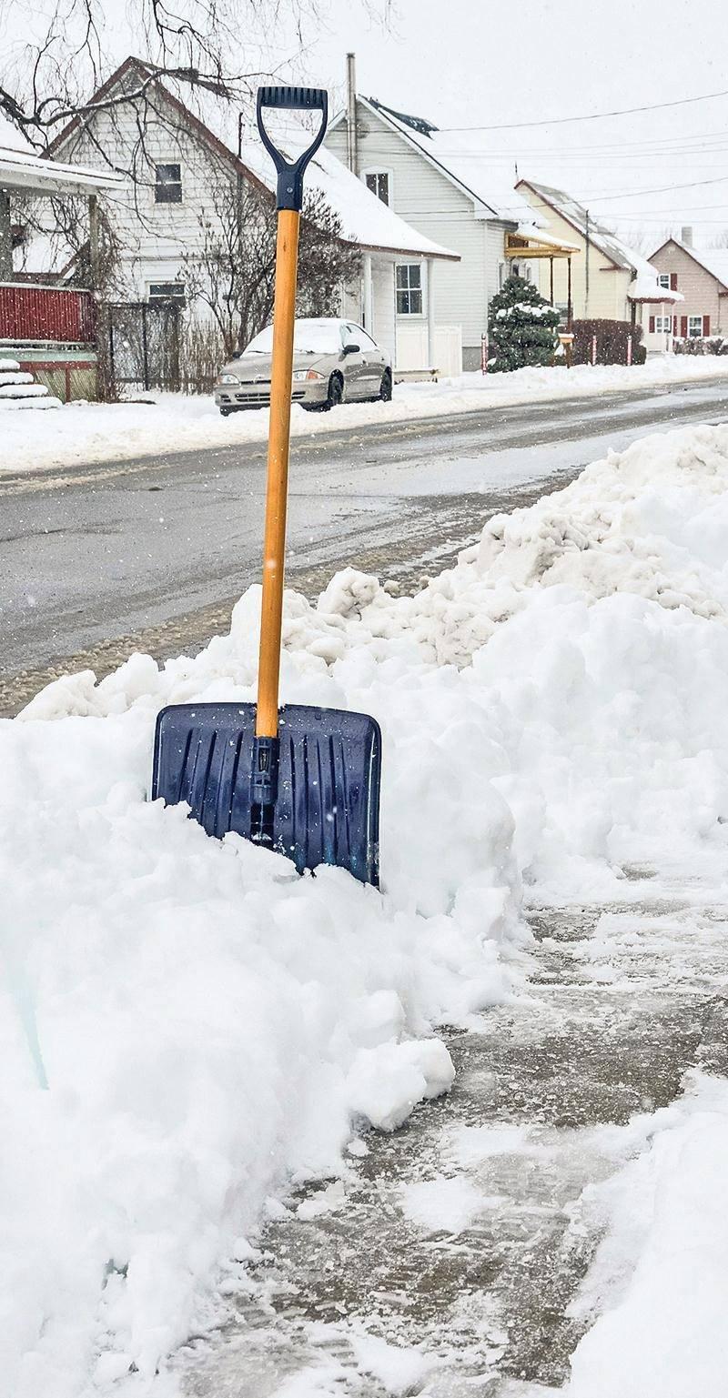 Les chenillettes devraient bientôt passer sur le trottoir de la rue Guy, à Sainte-Rosalie, qui n'était jusqu'à maintenant pas entretenu l'hiver. Photo François Larivière | Le Courrier ©