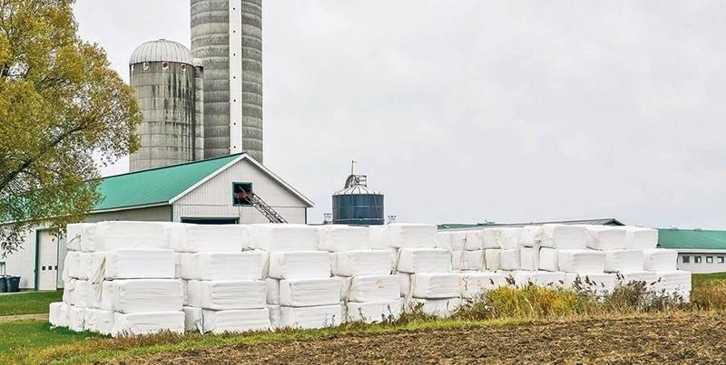 Les pellicules plastiques qui sont utilisées en grande quantité sur les fermes font l'objet d'un projet pilote de récupération-valorisation dans la région maskoutaine. Photo François Larivière | Le Courrier ©
