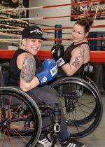 Boxer en fauteuil roulant pour inspirer les autres